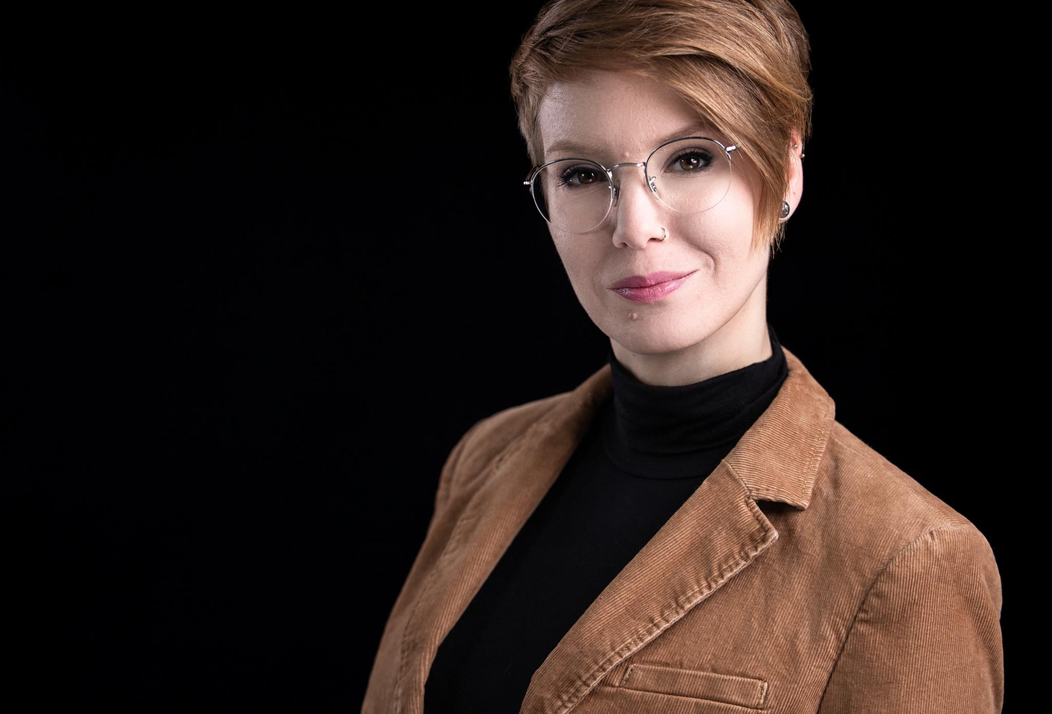 Sandra Meyer Headshot Businessportrait dieHeadshotfotografin Titel